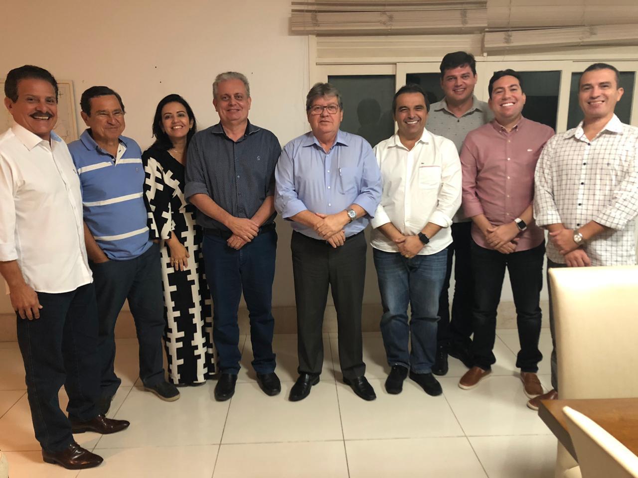 Integrantes do G10 se reúnem com João Azevêdo e reafirmam compromisso com a gestão estadual