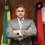 """""""Nasci no melhor lugar do mundo, adoro meu """"oxente"""" e tenho autoestima"""", diz Julian Lemos sobre fala de Bolsonaro"""