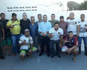 Com apoio de Ricardo Coutinho, torcidas do Botafogo-PB conseguem ônibus para partida contra o Globo-RN