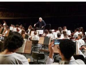 Alunos do projeto Ação Social Pela Música fazem concerto no Centro Cultural Ariano Suassuna