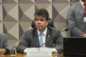 Médicos pelo Brasil avança com articulação de Ruy no Congresso