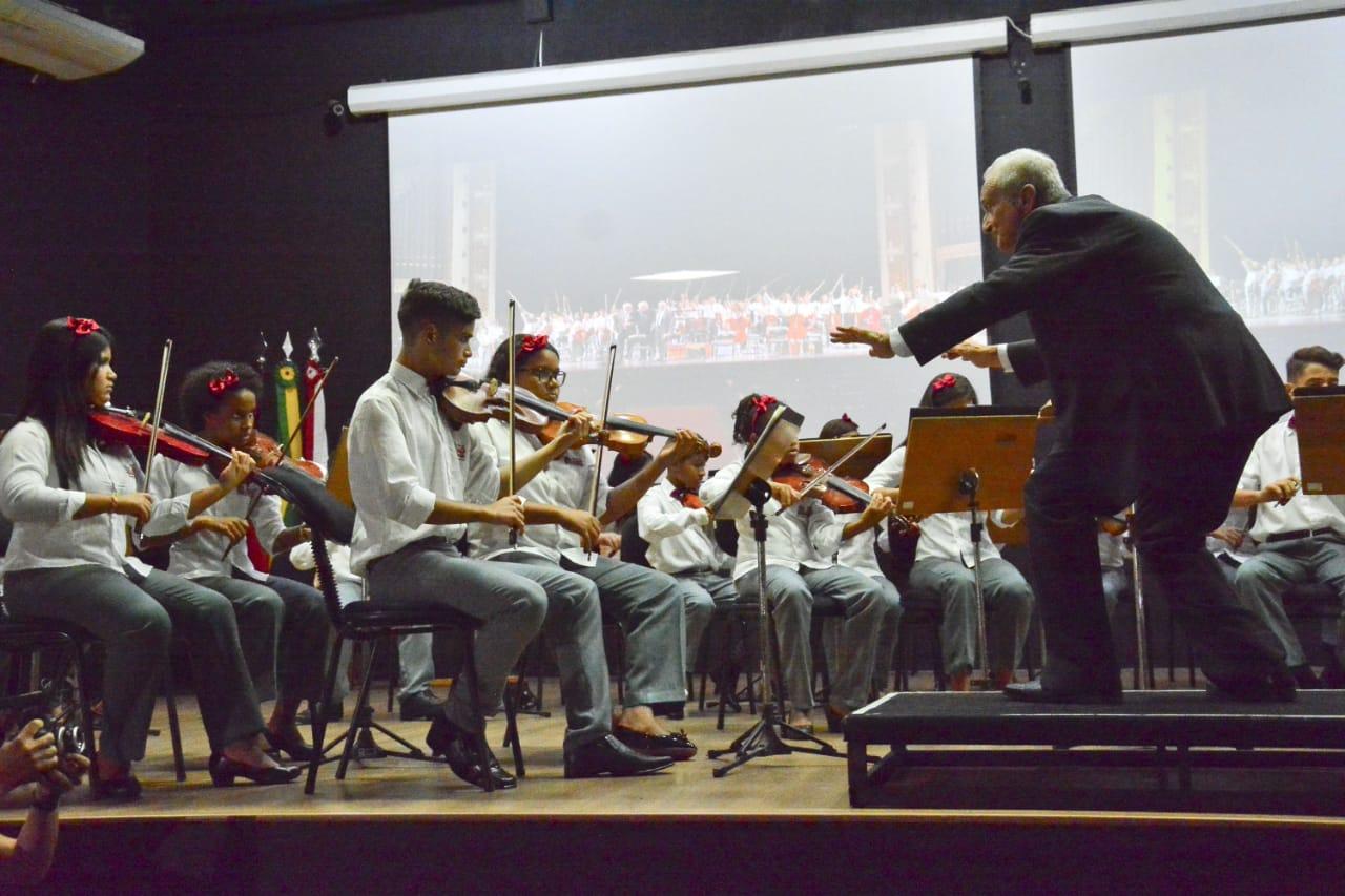 Alunos do projeto Ação Social Pela Música emocionam público em concerto no Centro Cultural Ariano Suassuna