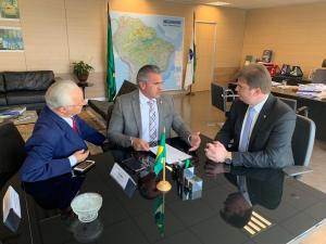 VÍDEO: Julian deixa diferenças políticas de lado e leva deputado petista para reunião com ministro do Desenvolvimento Regional