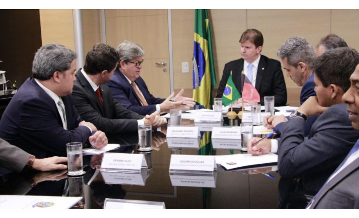 Efraim Filho e o governador João Azevedo garantem termino das obras do Eixo Norte