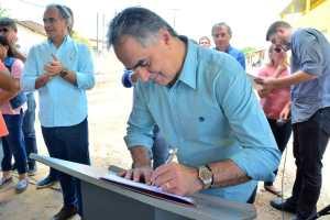 Luciano Cartaxo autoriza novo pacote de R$ 12,5 milhões e contempla 74 ruas com o programa Mais Pavimentação