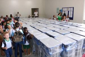 COMPROMISSO COM A EDUCAÇÃO: Prefeitura Municipal de Monte Horebe entrega mobiliário escolar