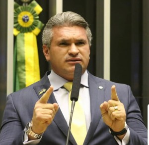 COMPROMISSO DE CAMPANHA: Julian Lemos visita Patos e destina recursos para saúde do município