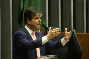 Ruy chama de irresponsável manobra de deputados por não votarem Médicos pelo Brasil