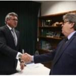 VÍDEO: Durante solenidade de formação de soldados da PM, João Azevêdo agradece a Julian pela liberação de emendas para Segurança Pública