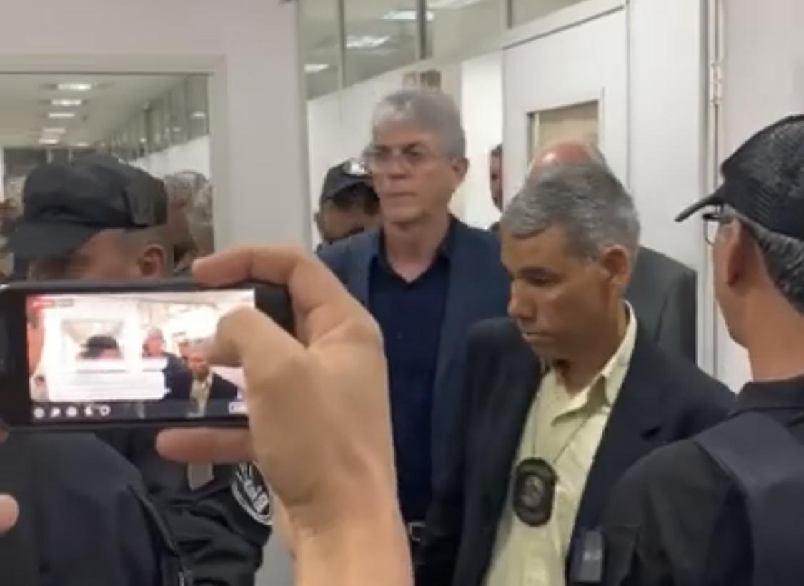 ANÁLISE: Na ânsia de se livrar das acusações, Ricardo traz Luís Torres, um dos mais ferozes aliados, para epicentro da Calvário