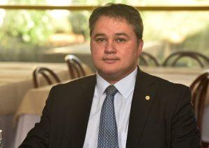 Efraim Filho assume liderança do Democratas na Câmara