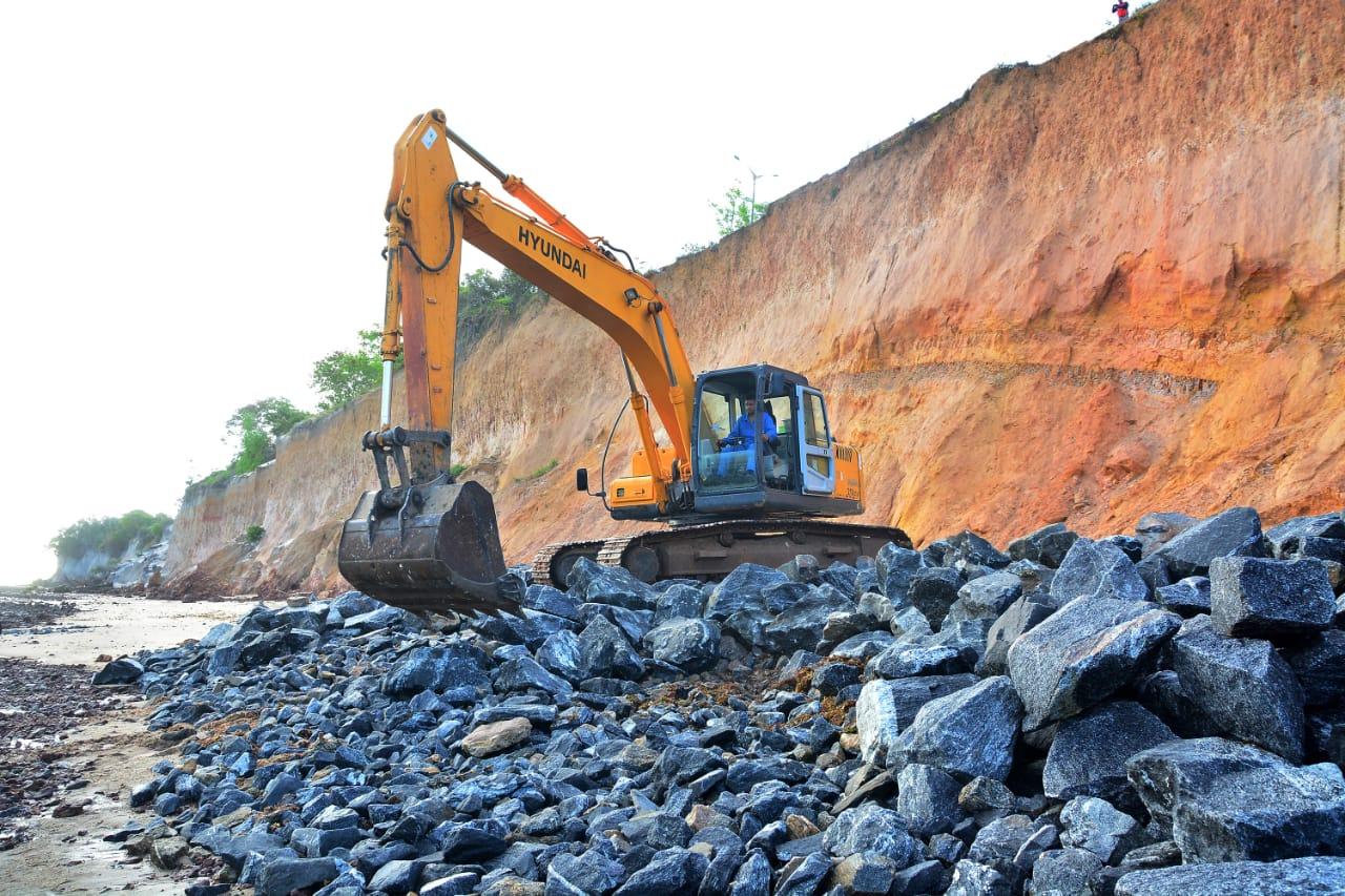 Com segunda etapa em andamento, PMJP avança com obras pioneiras de proteção da Barreira do Cabo Branco