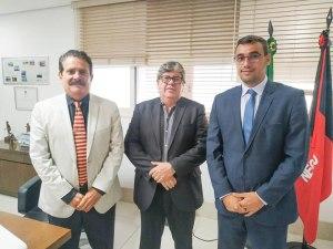 Deputados Tião Gomes e Chió se unem e solicitam ao governador recuperação da PB-079 na região do Brejo Paraibano