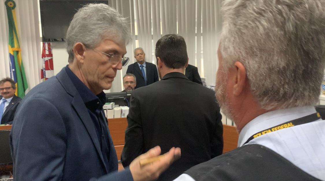 Justiça condena Ricardo Coutinho pagar honorários a advogada por ação movida contra jornalista