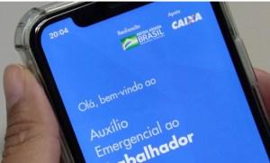 É uma zona mesmo: Esposa do vereador Flávio do Cabaré recebe auxílio emergencial