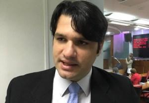 """Léo Bezerra rebate Estela: """"Os ataques vieram por não concordarmos com o golpe"""""""