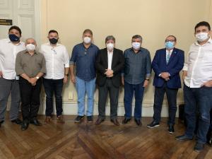 João confirma aliança com Roberto e Raniery Paulino e indica vice em Guarabira