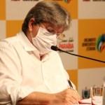 João Azevêdo assina ordens de licitação e faz entrega simbólica de obras na plenária do Orçamento Democrático