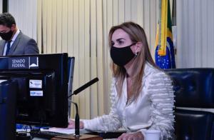 Daniella Ribeiro preside sessão do Senado que aprovou Novo Fundeb