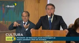 Bolsonaro compara trajetórias e se emociona em homenagem a Pinto do Acordeon; assista