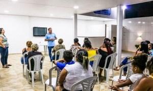 João Almeida visita bairro de Cruz das Armas e ouve diversas queixas sobre o setor da Saúde local
