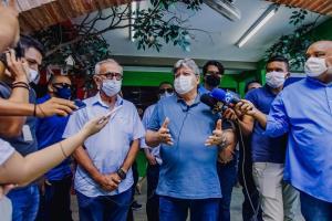 Ao lado de João Azevêdo, Cícero Lucena vota e aponta capacidade de união com o governo do Estado para enfrentar a crise do pós-pandemia