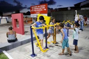 Cartaxo entrega praça no Ernani Sátiro e garante mais opções de lazer para população