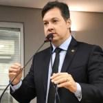 """Deputado denuncia desvio de vacinas para beneficiar pessoas """"da casa do prefeito"""" de cidade do interior"""