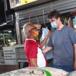 Ruy defende volta do auxílio emergencial durante visita a mercado público em João Pessoa