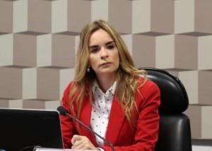 Daniella Ribeiro dá entrada em projeto para punir quem furar fila de vacina contra covid-19
