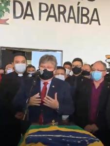 Corpo de Maranhão chega à PB e é velado em cerimônia reservada a políticos e familiares no Hangar do Estado; veja imagens
