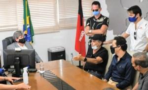 João Azevêdo se reúne com Nelson Piquet e discute parceria para Paraíba sediar etapa da Stock Car