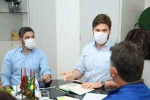 Bruno Cunha Lima assina decreto com medidas emergenciais de prevenção ao avanço do novo coronavírus em CG; confira