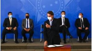"Entrada de Lula na disputa eleitoral muda comportamento de Bolsonaro e ""obriga"" presidente a usar máscara"