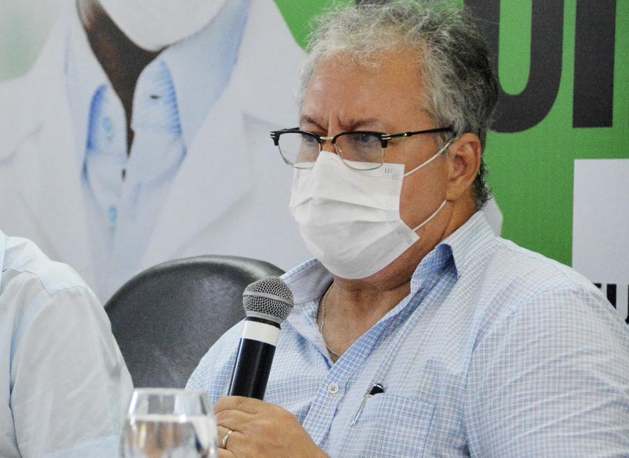 Após tumulto, secretário de Saúde pede desculpas, suspende vacinação em JP e convoca coletiva