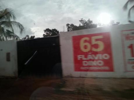 Contratada pela Prefeitura de Santa Rita, empresa 'fantasma' funciona na residência do vereador Ivo Gomes que, inclusive, infringiu a Lei Eleitoral ao estampar na fachada 'construtora' propaganda do então candidato ao governador Flávio Dino.