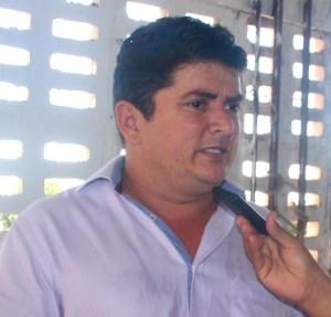 Prefeito de Santa Luzia Veronildo Tavares dos Santos (PRB). Município deverá garantir medicamento a adolescente