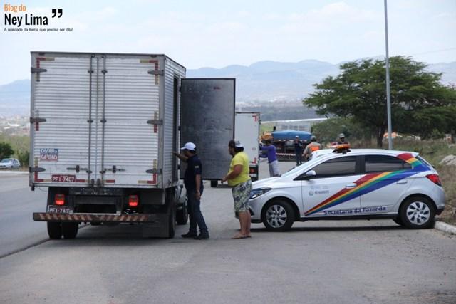Veículos de Santa Cruz do Capibaribe, Toritama e Caruaru já foram apreendidos e autuados - Fotos: Thonny Hill