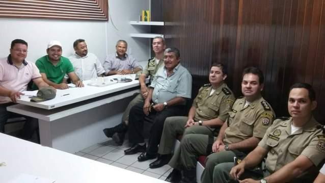 Conversa reuniu prefeito, secretários e o comando do 24º BPM - Foto: Assessoria.