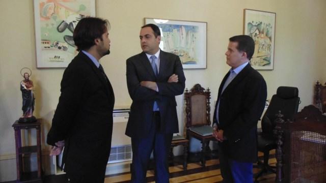 A reunião colocou o governador (ao centro) ao lado do deputado Diogo Moraes e do prefeito Edson Vieira