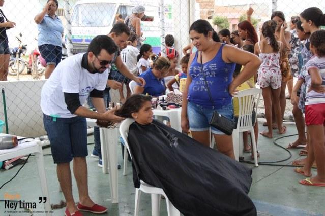 Corte de cabelo está entre os serviços oferecidos em mais uma edição da iniciativa - Fotos: Thonny Hill