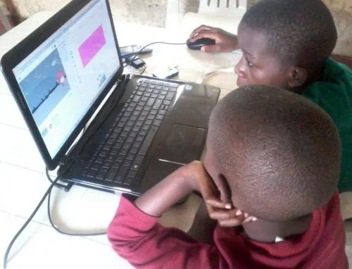 Two boys at a laptop. Joel Bayubasire CoderDojo — 2000 Dojos