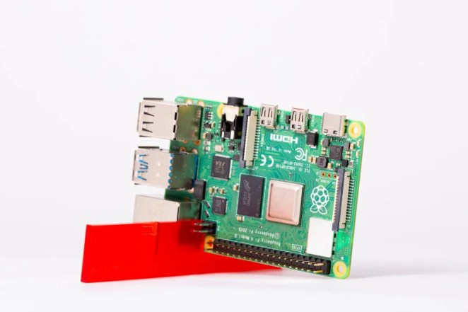 Place Raspberry Pi 4 in the stand so it sits vertically. This enables the ARM Cortex-A72 CPU to run cooler