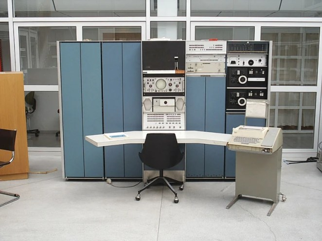 To allow the changes to be observed, John Conway originally used a program written by MJT Guy and SR Bourne for a PDP-7 computer with a screen (Credit: Tore Sinding Bekkeda, CC SA 1.0)