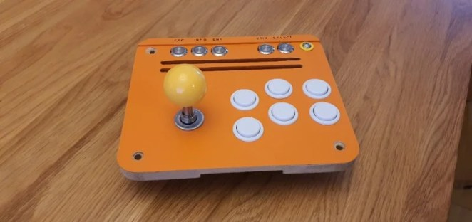 03 The control block enables the arcade to safely shut down via the power button on the front. Attach it to Raspberry Pi using the GPIO pins.