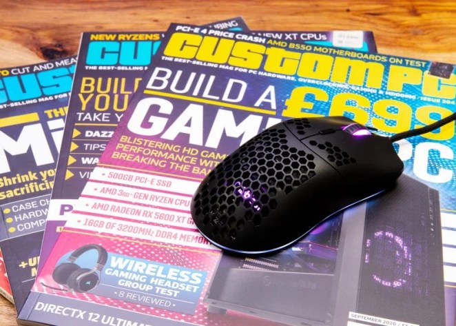 Some Custom PC magazines fanned out with the free giveaway mouse on top of them