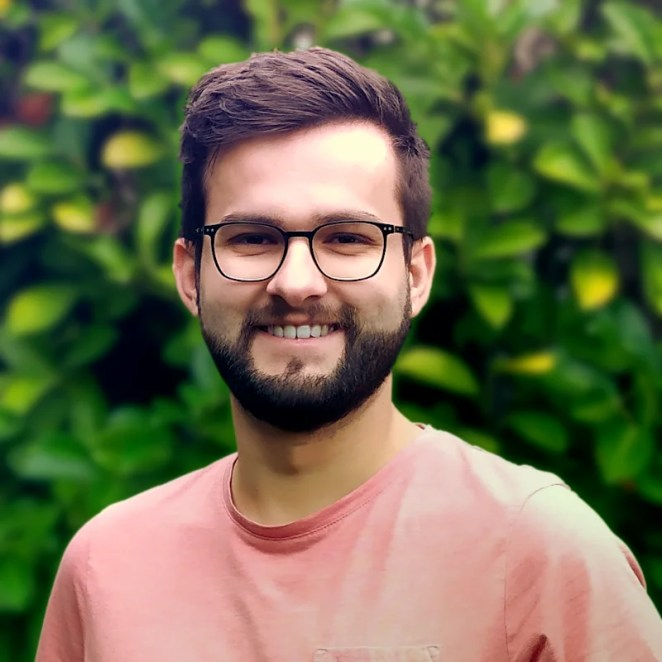 Raphaël is a 24-year-old software engineer. This is Raphaël's first ever Raspberry Pi project.