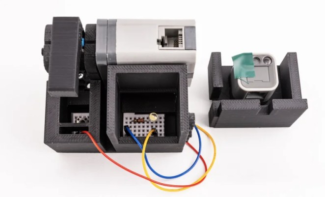 The communicator uses a series of buttons and lights that allow Raspberry Pi and VEX to communicate