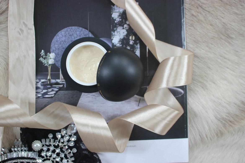 Utsukusy Sirtuina's facial cream