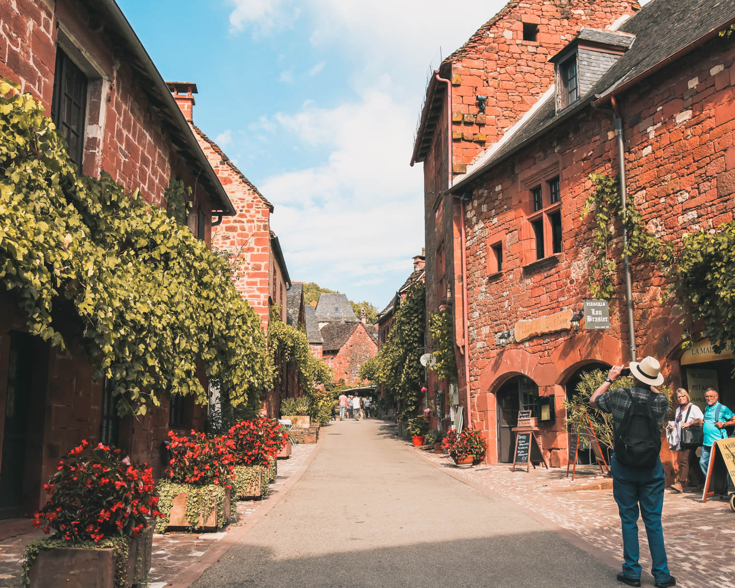 Collonges-la-Rouge-turistas